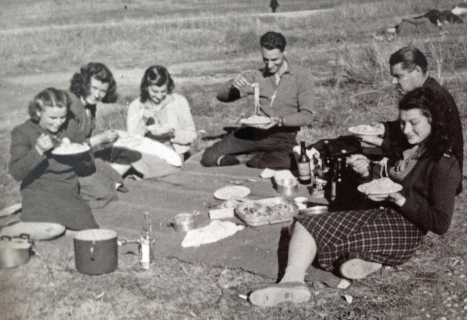 Picnic at Bonegilla 1950