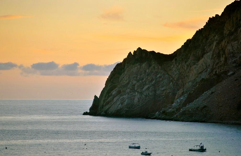 monterosso cliffs at dusk