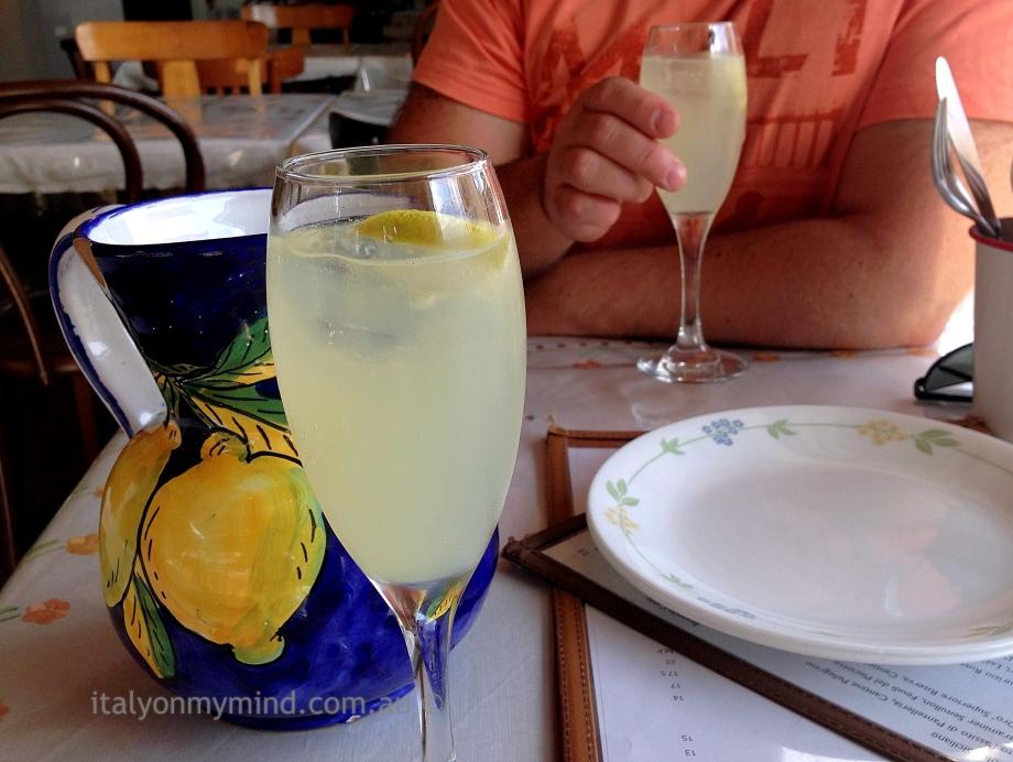 Limoncello spritz at Bar Idda