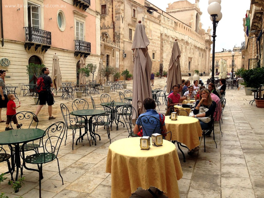 in the piazza siracusa-italyonmymind